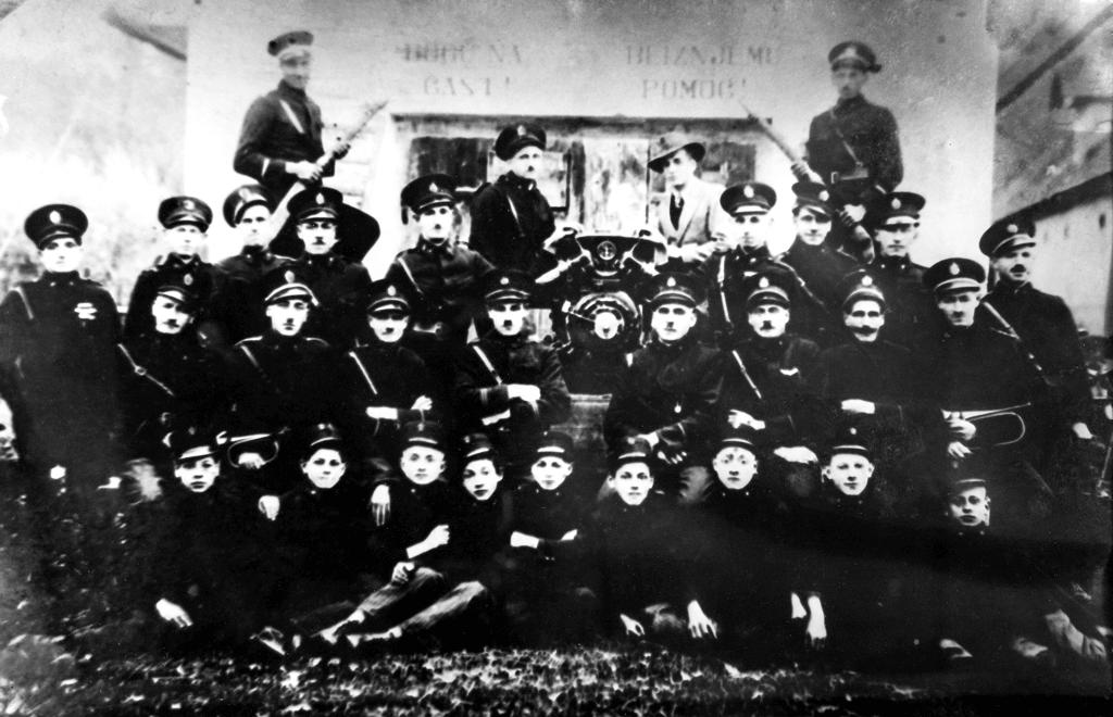 Člani in godba PGD Gabrnik (okrog leta 1930)